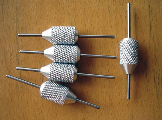 Varilla y pomo moleteado en aluminio